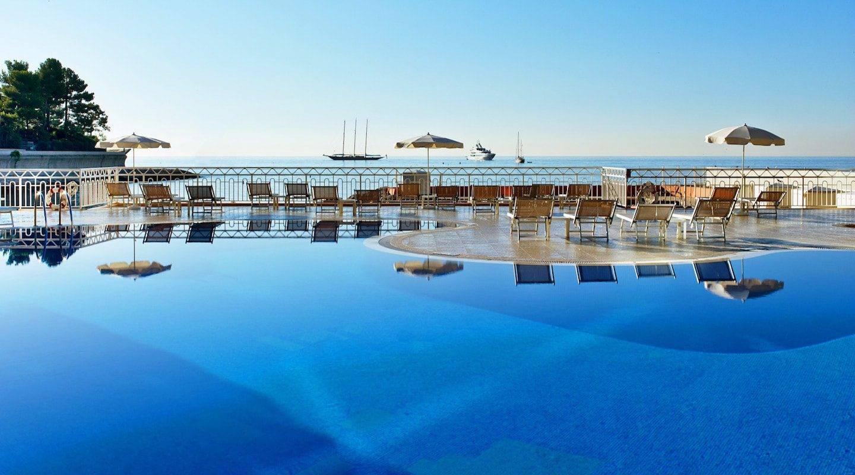 monaco--hotel-mer1921po-141592-outdoor-pool-and-sea-view-min