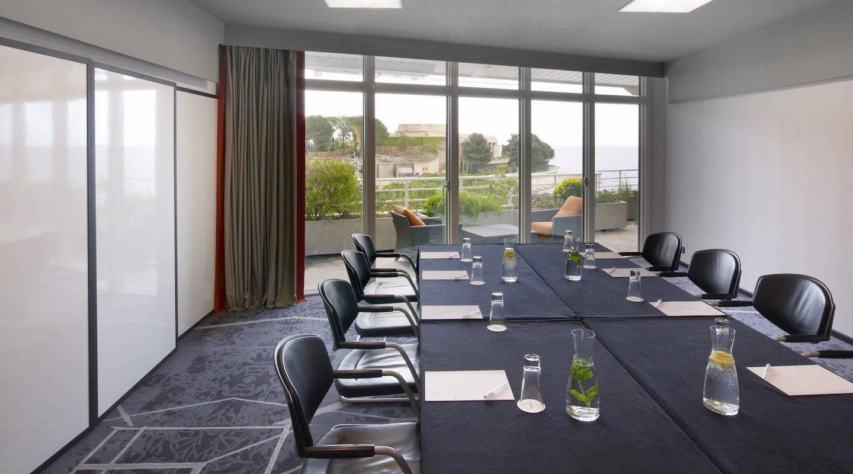 monaco--hotel-salon-mistral-set-up-boardroom-2-min